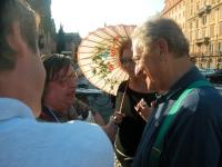 Nicolino Tosoni (del FUORI) a colloquio con Carlo Ripa di Meana (in occasione del comizio anticlericale davanti a porta Pia, nella ricorrenza del 20 s