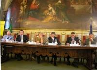 """Convegno """"Il potere temporale della Chiesa 133 anni dopo"""", presso la Sala del Cenacolo (Camera dei Deputati). Al tavolo, da sinistra: Luigi De Marchi,"""