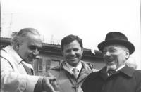 Marcia di Pasqua '83. Ugo Vetere (sindaco di Roma), Pierre Van Roye (ecologisti belgi) ed Elio Toaff (rabbino capo di Roma) sul palco. (BN)