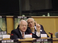 Missione di Nessuno tocchi Caino al Parlamento Europeo. George Ryan (già governatore dell'Illinois) e Marco Pannella.
