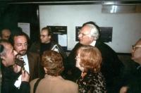 Marco Pannella e l'avvocato Giandomenico Caiazza (secondo a sinistra, intervistato da Roberto Spagnoli per radio radicale), nei locali del Tribunale d