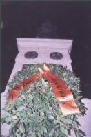 Corona deposta dai radicali sotto il monumento a Giordano Bruno a Campo dei Fiori, a difesa della laicità dello Statoi (in concomitanza con il giubile