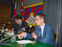 "SEMINARIO EUROPEO ""PER IL TIBET, L'ULTIMA CHANCE?"". Olivier Dupuis e Bruno Mellano (in secondo piano)."