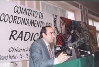 Vito Destito (militante radicale) alla tribuna del Comitato di coordinamento dei radicali.