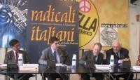 """Convegno, presso la sede di Torre Argentina, """"L'AUTOMONITORAGGIO DELLE DEMOCRAZIE OCCIDENTALI  A PARTIRE DAL """"CASO ITALIA"""" """". Al tavolo, da sinistra:"""