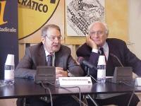 """Prof. Giuseppe Di Federico - membro laico del CSM- e Marco Pannella (in occasione del Convegno, presso la sede di Torre Argentina, """"L'AUTOMONITORAGGIO"""
