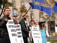 """Manifestazione promossa dal PR e dai club Khramov, """"Per un'amministrazione ad interim delle Nazioni Unite in Cecenia"""".  Altre digitali."""