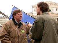 """Manifestazione promossa dal PR e dai club Khramov, """"Per un'amministrazione ad interim delle Nazioni Unite in Cecenia"""". Nikolaj Khramov intervistato da"""