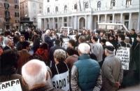 Sit-in davanti a palazzo Chigi per il rinnovo della convenzione fra il Parlamento e Radio Radicale e per la legalità dell'informazione. Marco Pannella
