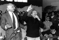 32° Congresso del PR, I sessione. Marco Pannella e Domenico Modugno cantano insieme.