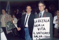 In primo piano: Antonio Cerrone e Maurizio Turco partecipano alla marcia anticlericale da porta Pia a Piazza San Pietro. In secondo piano, a sinistra: