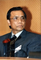 "Mothana Vilaysith (scrittore del Laos, autore del libro: ""La strada numero 9"") partecipa alla conferenza al Parlamento Europeo: ""South-East Asia Democ"