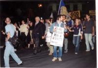 """Marcia anticlericale da porta Pia a piazza San Pietro. Fra i partecipanti: Marco Pannella. In primo piano, recante il cartello: """"No agli integralismi,"""