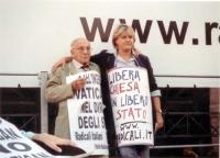 Comizio anticlericale davanti a porta Pia. Sergio Stanzani e Rita Bernardini.