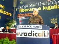 Secondo Congresso dei Radicali Italiani. Alla tribuna: Luciano De Crescenzo.