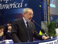 Enrico Buemi, senatore Sdi - gruppo misto, alla tribuna del Secondo Congresso dei Radicali Italiani.