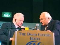 Tommy Lapid, ministro della giustizia e vice-premier di Israele e presidente del partito Shinui, con Marco Pannella (presso il King David Hotel). Altr