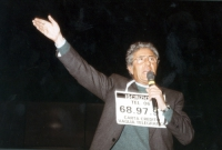 Pino Caruso, durante la manifestazione al teatro Adriano per la campagna di iscrizioni al PR.