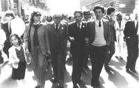 Marcia di Pasqua '82. Zamberletti, Piccoli e Fiori (tutti DC) durante la marcia (BN)