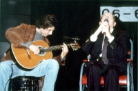 Domenico Modugno, canta a uno spettacolo al teatro Parioli. per la campagna di iscrizioni al PR.