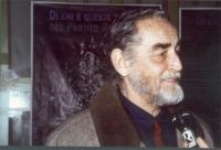 Vittorio Gassman (sullo sfondo del manifesto di Staino per la campagna iscrizioni al PR).