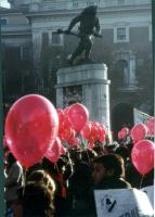"""Marcia di Natale per """"tre milioni di vivi nel 1986"""". (Davanti al monumento al bersagliere, di fronte a porta Pia)."""