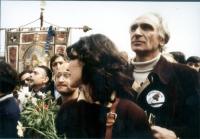 Marcia di Pasqua contro lo sterminio per fame. Marco Pannella in digiuno, insieme a Mirella Parachini.