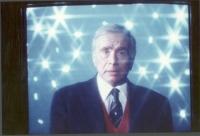 Enzo Tortora, ripreso durante una trasmissione televisiva.