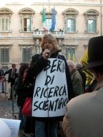 Rita Bernardini (nel corso della manifestazione radicale davanti al Senato, in occasione della discussione della legge sulla procreazione assistita) i