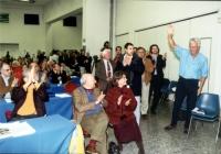 Settore della sala del Secondo Congresso dei Radicali Italiani. Raffaele La Capria e Ilaria Occhini (in primo piano) applaudono Paolo Vigevano (ultimo