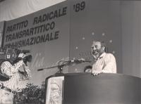 ritratto di Virginio Bettini che parla dalla tribuna (BN)