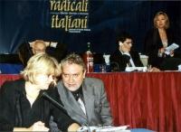 Secondo Congresso dei Radicali Italiani. Al tavolo di presidenza, in primo piano: Rita Bernardini e Danilo Quinto.