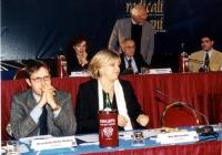 Benedetto Della Vedova e Rita Bernardini, al tavolo di presidenza del Secondo Congresso dei Radicali Italiani. (Sullo sfondo: Antonella Dentamaro, Ser