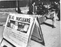 tavolo per la strada di nuclearisti e per la libertà di Lyndon Larouche  (BN)