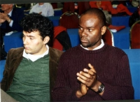 Simone Sapienza e Benvenù Kassole (rifugiato politico del Congo) al Secondo Congresso dei Radicali Italiani.