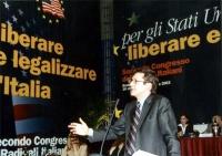 Benedetto Della Vedova alla tribuna del Secondo Congresso dei Radicali Italiani.