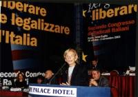Emma Bonino, alla tribuna del Secondo Congresso dei Radicali Italiani.