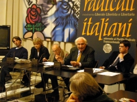 Conferenza stampa sul digiuno di Marco Pannella per la questione della grazia ad Adriano Sofri. Da sinistra: Attila Tanzi (docente di Diritto Internaz