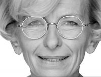 Primo piano di Emma Bonino, dallo spot di Oliviero Toscani, realizzato in occasione della campagna elettorale per le regionali.