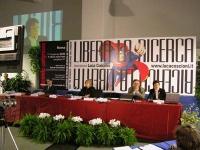 Secondo Congresso dell'Associazione Luca Coscioni, nell'ex-manicomio di Santa Maria della Pietà. Vista del banner e del tavolo di presidenza, con Maur