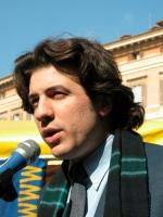 Marco Cappato interviene alla manifestazione davanti a Montecitorio in occasione della discussione della legge sulla fecondazione assistita.