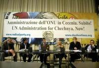 Conferenza stampa di Olivier Dupuis, al 33° giorno di sciopero della fame, a sostegno di un piano di pace negoziale fra Russia e Cecenia. Nella foto,