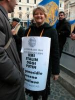 Rita Bernardini partecipa alla manifestazione davanti a palazzo Chigi a sostegno dell'appello per un'amministrazione dell'ONU in Cecenia.