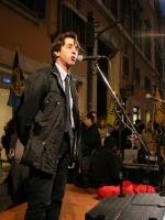 Silvio Di Francia, consigliere comunale di Roma, partecipa alla manifestazione davanti a palazzo Chigi a sostegno dell'appello per un'amministrazione