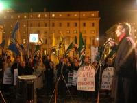 Olivier Dupuis (al 36° giorno di digiuno) partecipa alla manifestazione davanti a palazzo Chigi a sostegno dell'appello per un'amministrazione dell'ON