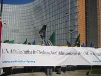 Manifestazione davanti al Parlamento Europeo  a sostegno dell'appello radicale per un'amministrazione dell'ONU in Cecenia.