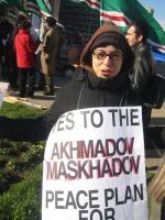 Silvia Manzi partecipa alla manifestazione  a sostegno dell'appello radicale per un'amministrazione dell'ONU in Cecenia.