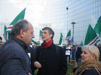 Umar Khanbiev e Olivier Dupuis partecipano a una manifestazione a sostegno dell'appello radicale per un'amministrazione dell'ONU in Cecenia.