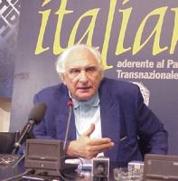 Marco Pannella, nel corso di una conferenza stampa a Torre Argentina.