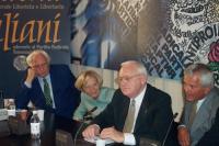 Marco Pannella, Emma Bonino e George Ryan (già governatore dell'Illinois) nel corso di una conferenza stampa, presso la sede di Torre Argentina.